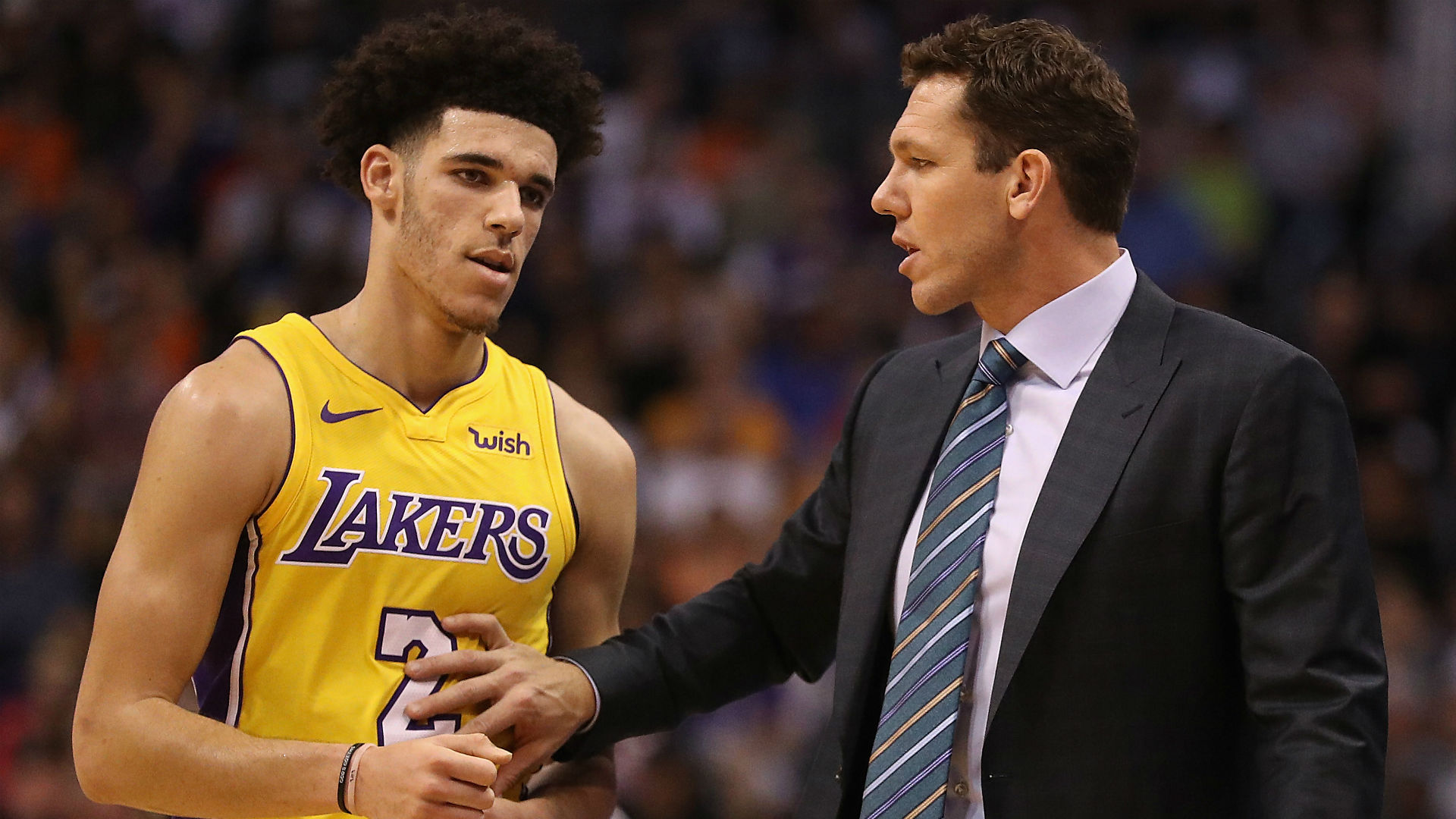 Luke Walton benches Lonzo Ball, other starters late in game to send message