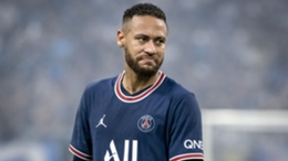 Neymar plays against Marseille