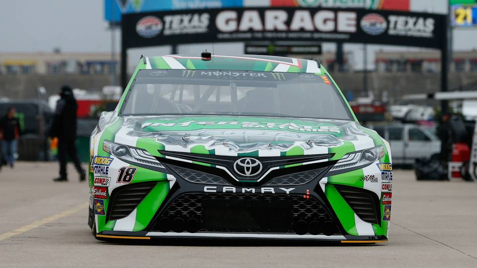 NASCAR results at Texas: Kyle Busch holds off Kevin Harvick in closing laps for win