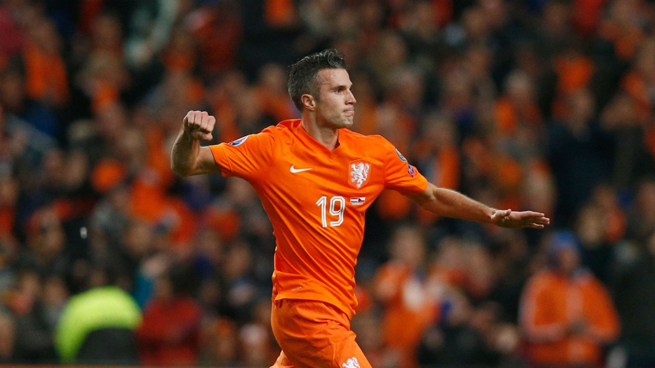 World Cup qualifying Robin Van Persie and Ryan Babel win