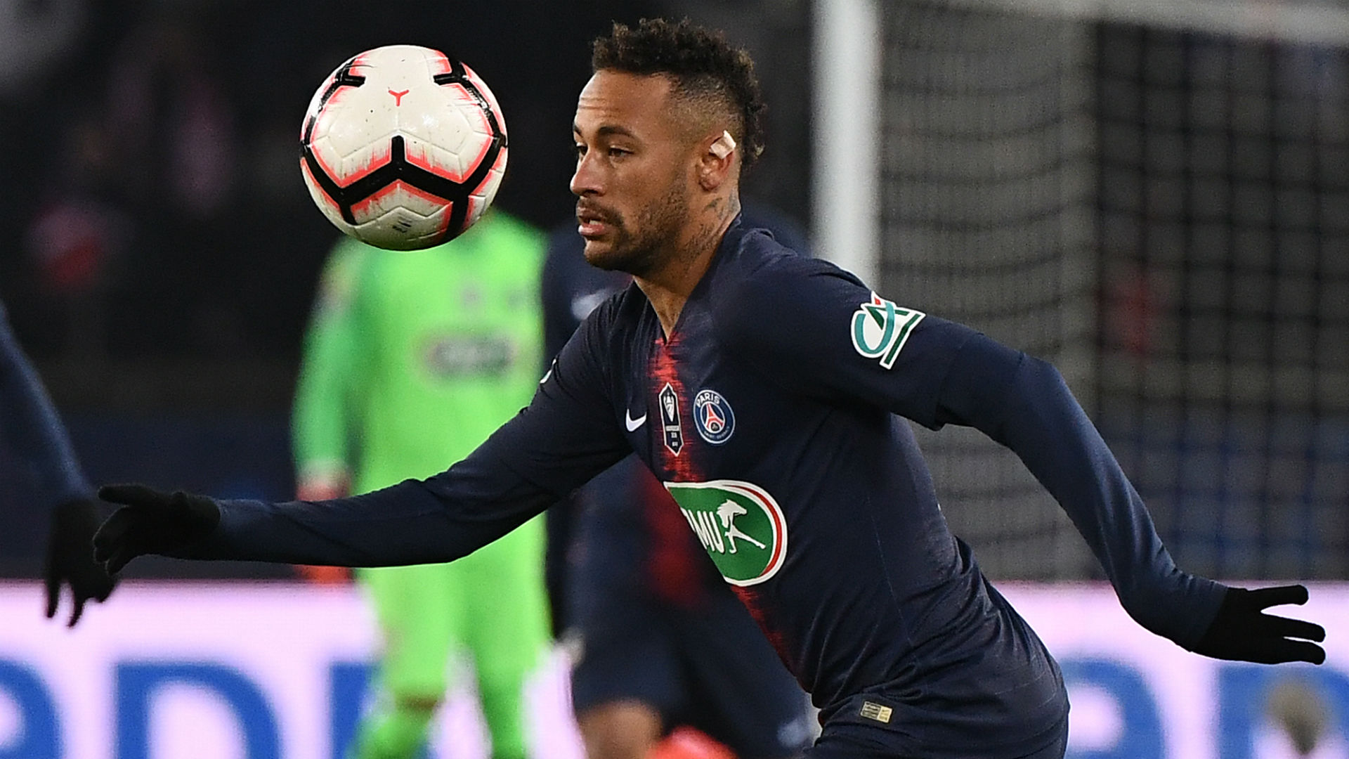 French media expecting Neymar to miss Manchester United first leg