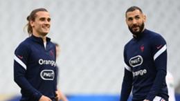 Antoine Griezmann (l) and Karim Benzema warm up for France