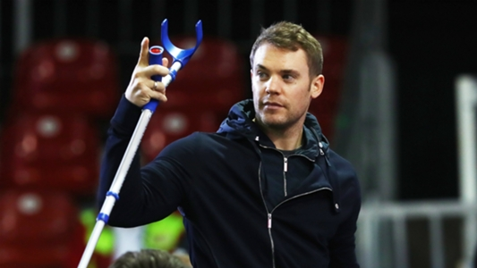 Bayern goalkeeper Neuer holidays to aid injury recovery