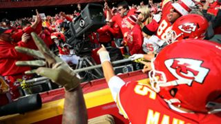 Tyreek-Hill-TD-celebration-11102018-usnews-getty-ftr
