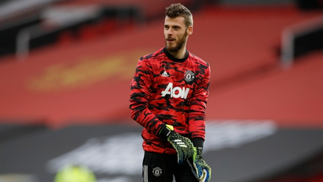 Manchester United should stick with goalkeeper David de Gea as first choice, according to Paul Parker