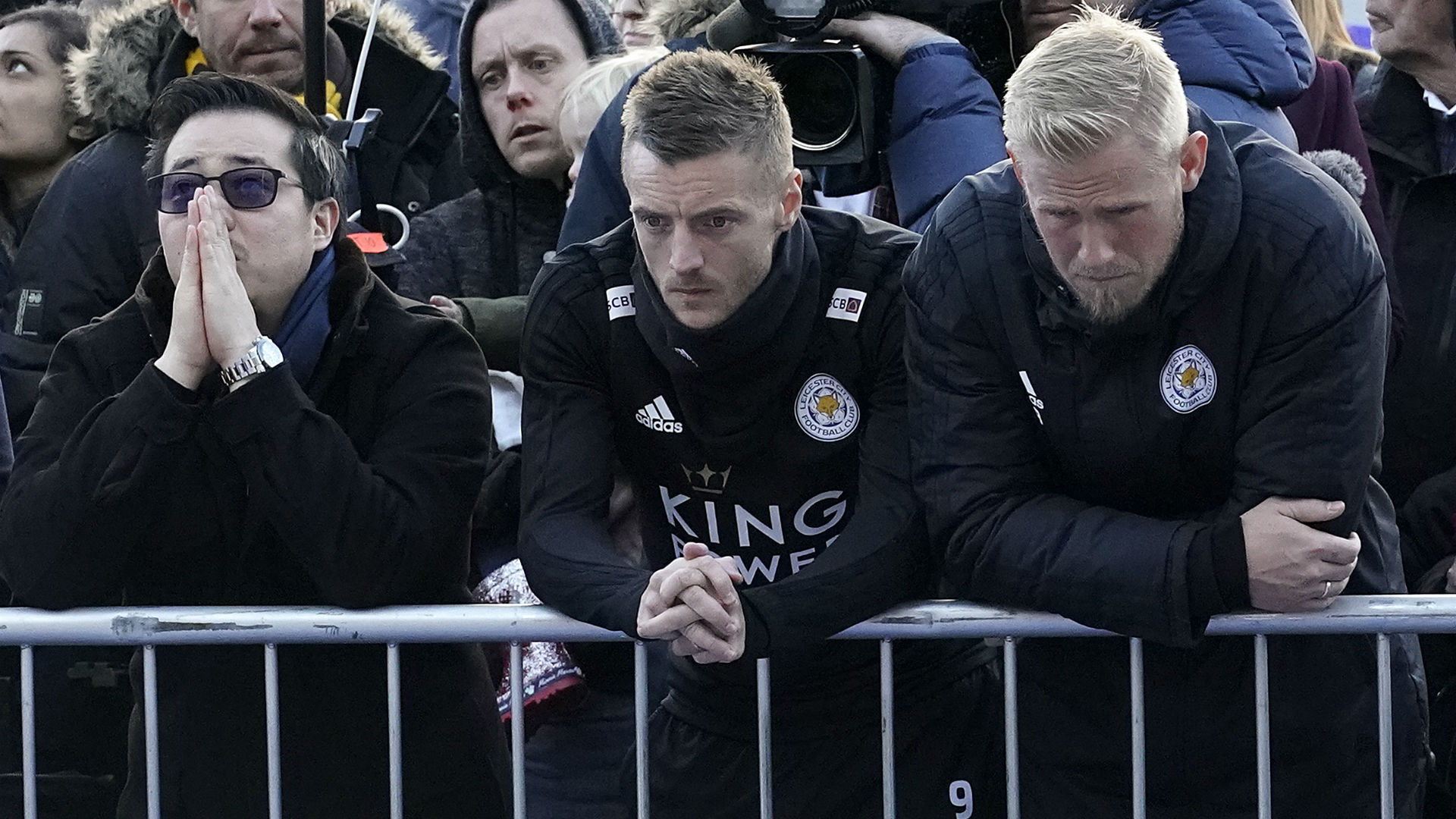 Leicester City players pay respects at owner's Thai funeral