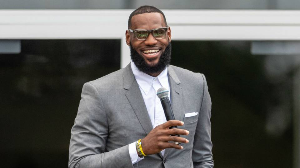 Athletes react strongly to President Trump insulting LeBron James' intelligence