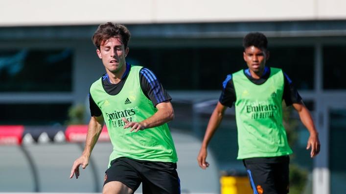 Alvaro Odriozola (l) during a Real Madrid training session this week