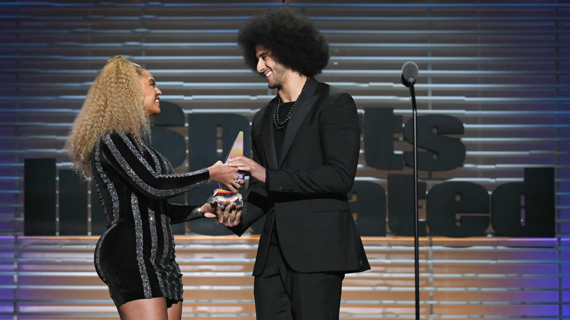 Colin Kaepernick vows to continue fighting after receiving Ali Award (from Beyonce!)