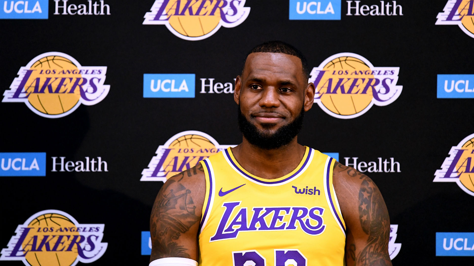 e071e1a55d63 Lakers formally introduce LeBron James at media day