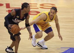 Tyronn Lue guards Allen Iverson in the 2001 NBA Finals