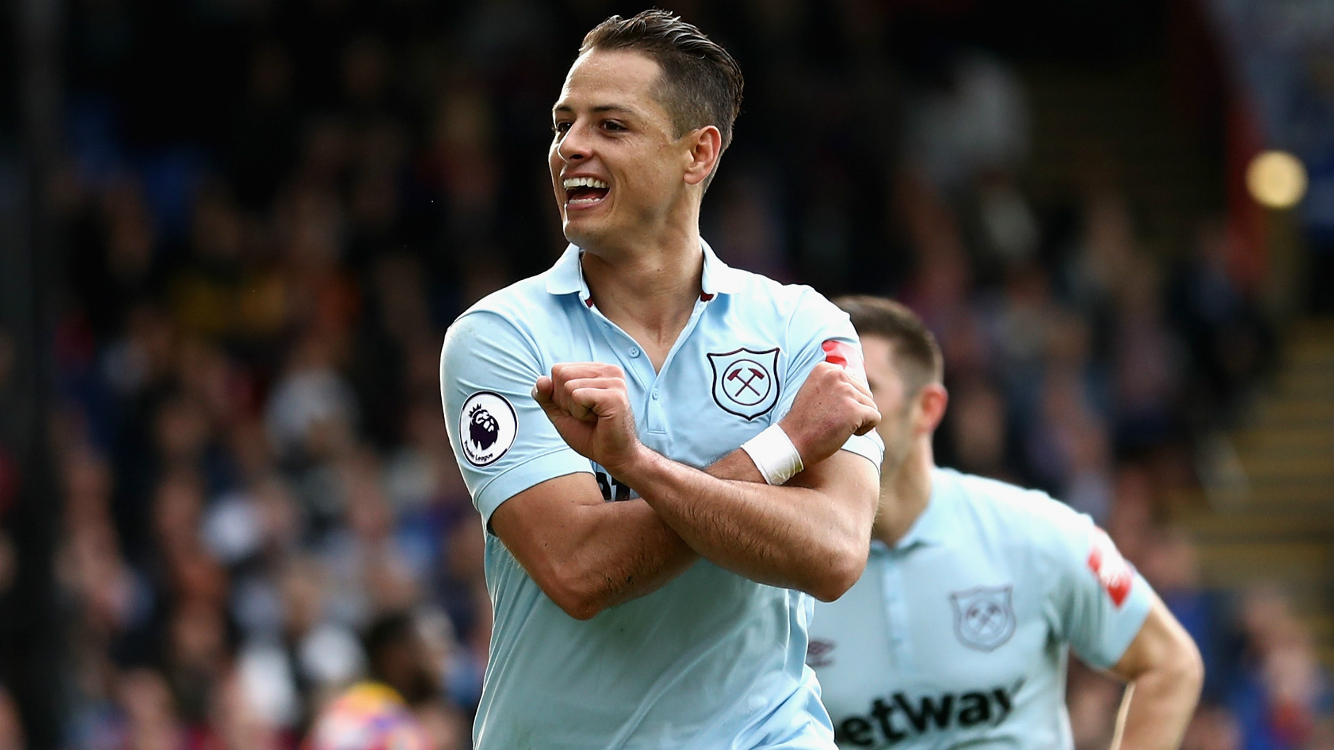 Chicharito pushing for West Ham exit