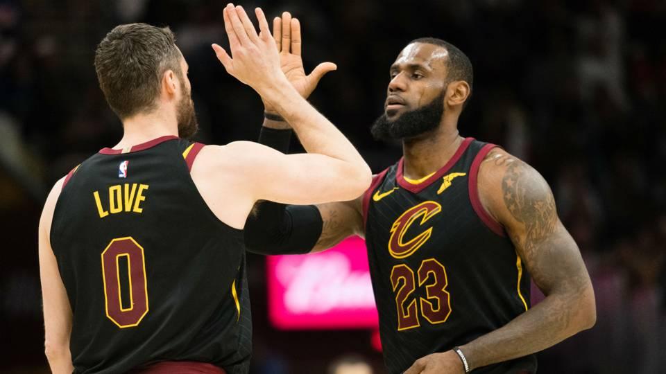 NBA wrap: LeBron James triple-double, Kevin Love return power Cavs past Bucks