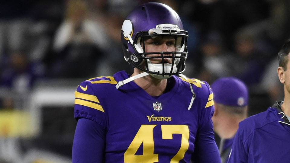 Vikings' long snapper Kevin McDermott has surgery after losing quarter of pinky Thursday