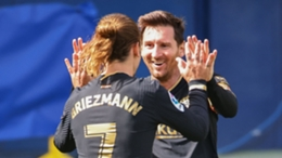 Barcelona pair Antoine Griezmann (l) and Lionel Messi