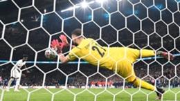 Gianluigi Donnarumma saves from Bukayo Saka to win Euro 2020