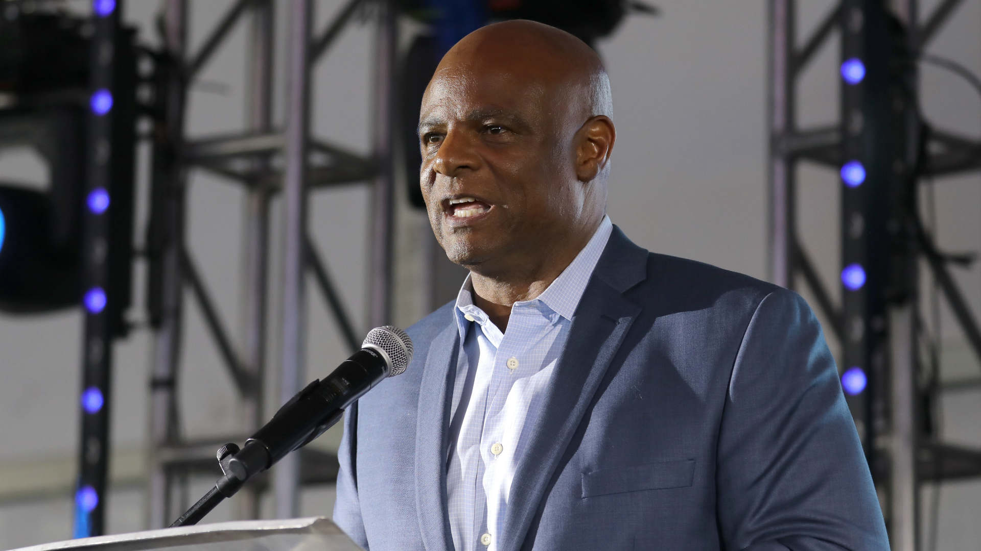 Warren Moon on leave from Seahawks broadcast amid sexual harassment allegation