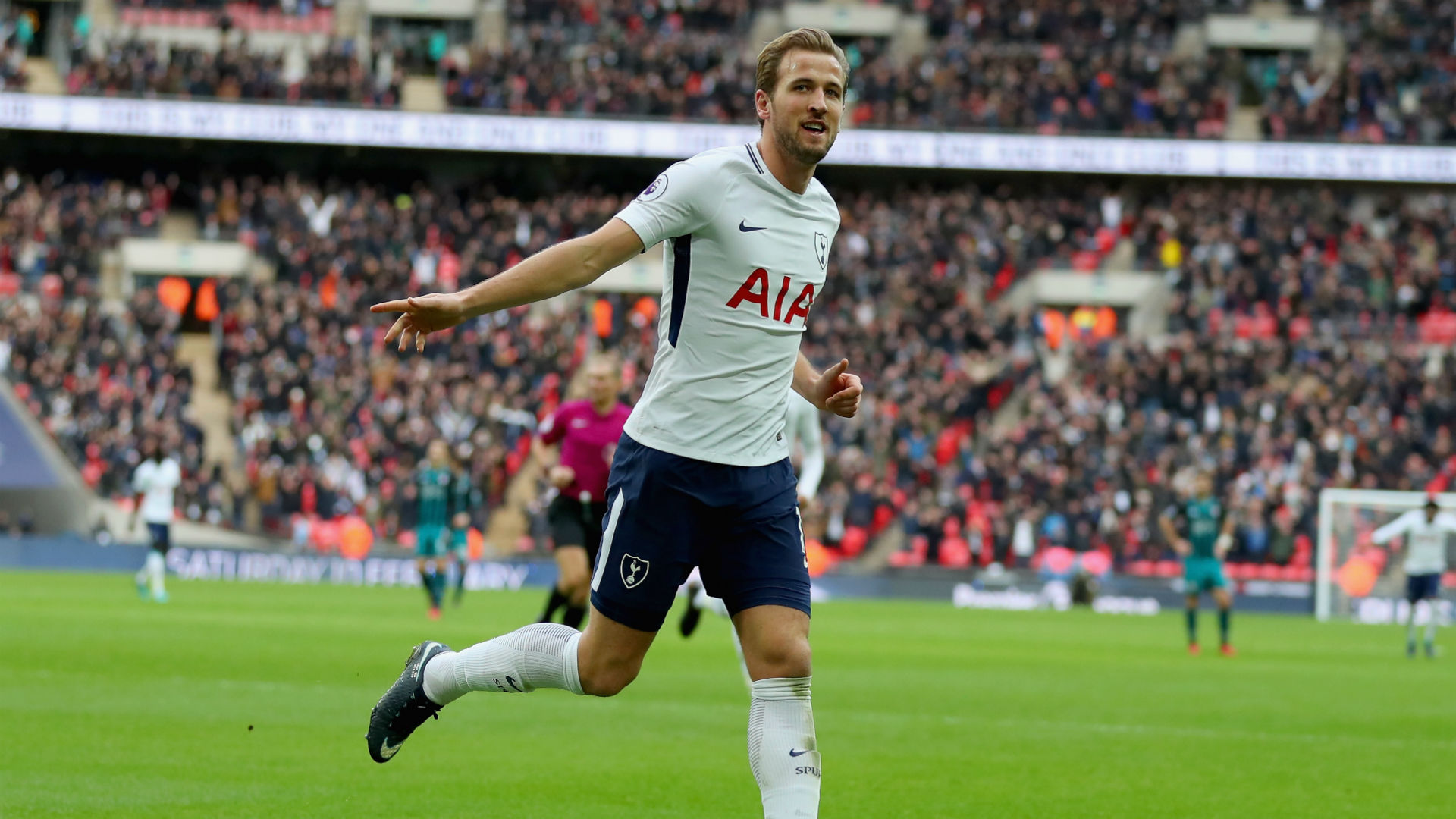 Kane hits hat trick as Spurs thrash Saints