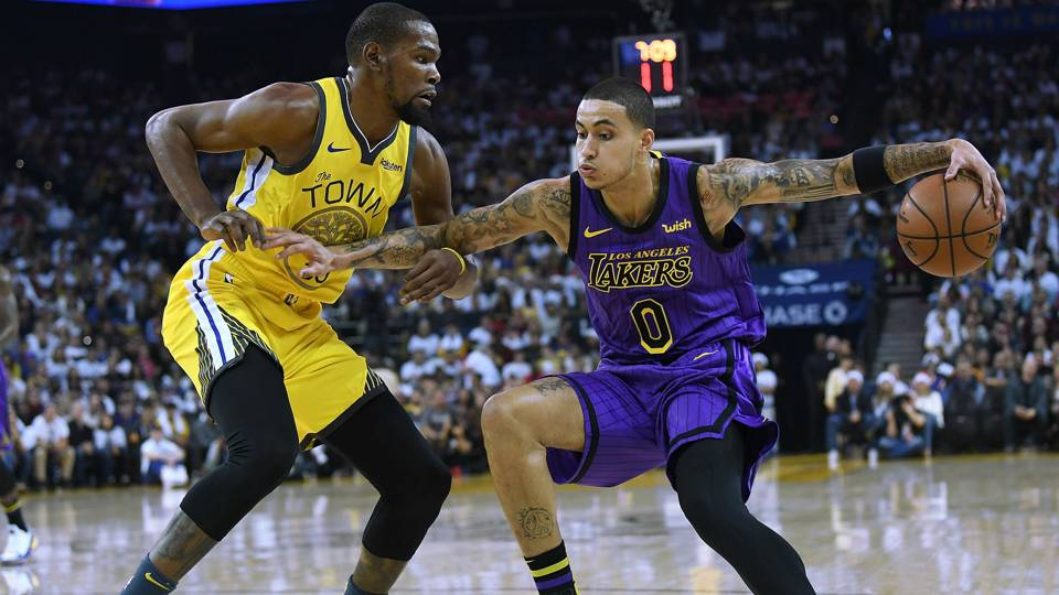 NBA wrap: Lakers rout Warriors despite LeBron James exiting in third quarter with injury