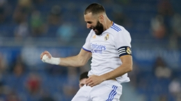 Karim Benzema scored twice in Real Madrid's win at Alaves
