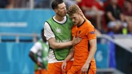 Matthijs de Ligt (R) after being sent off against the Czech Republic