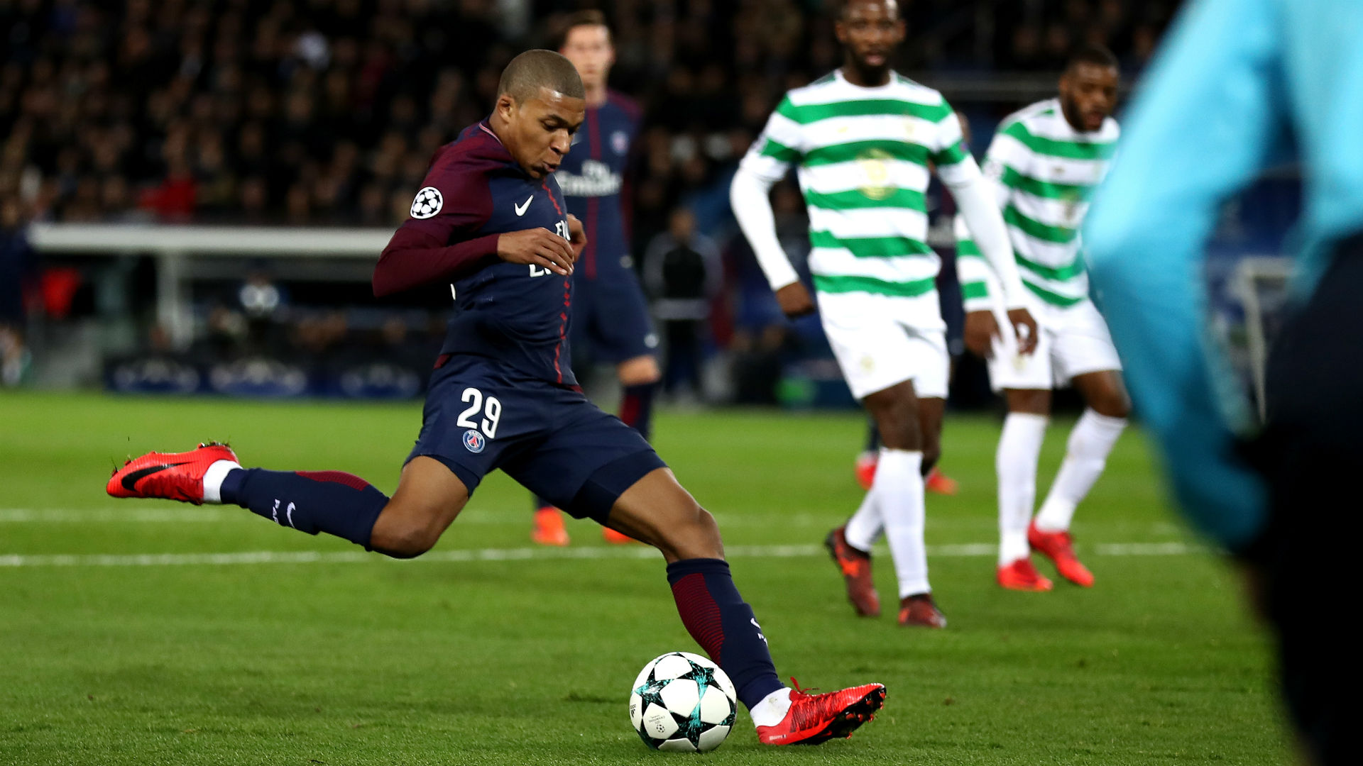 Neymar and Cavani bound by common goal at PSG
