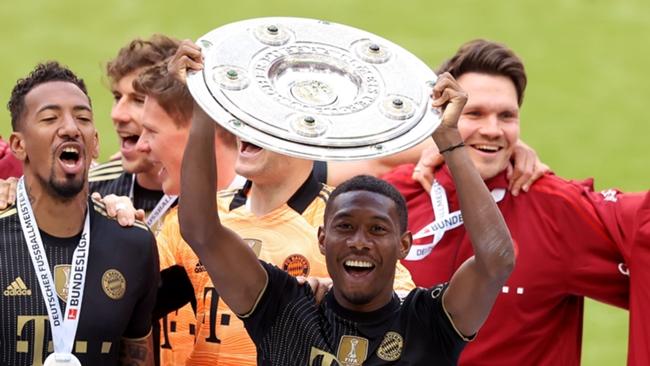David Alaba lifts the Bundesliga trophy for one last time