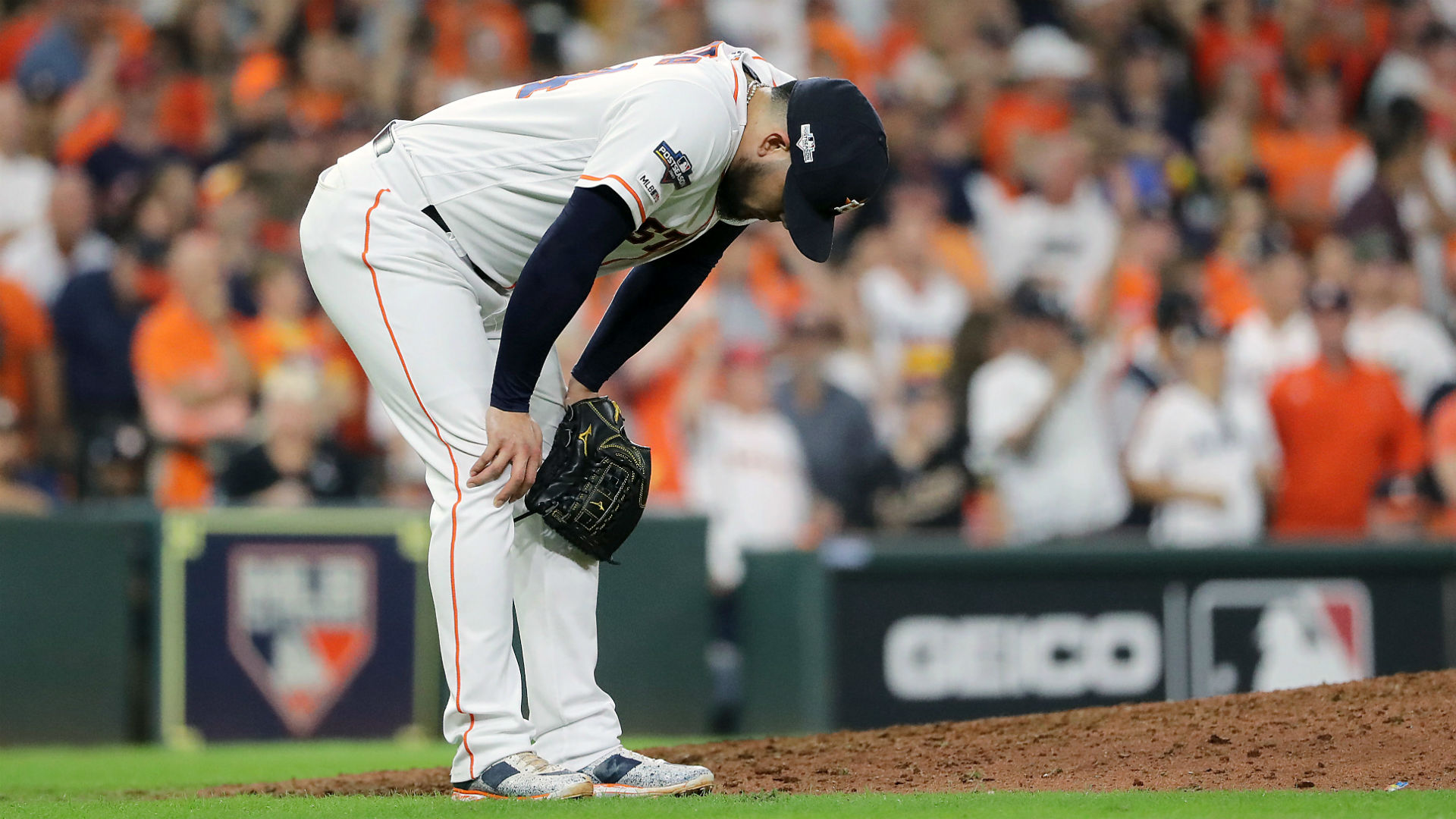 Astros dispute story that team executive taunted female reporters about Roberto Osuna