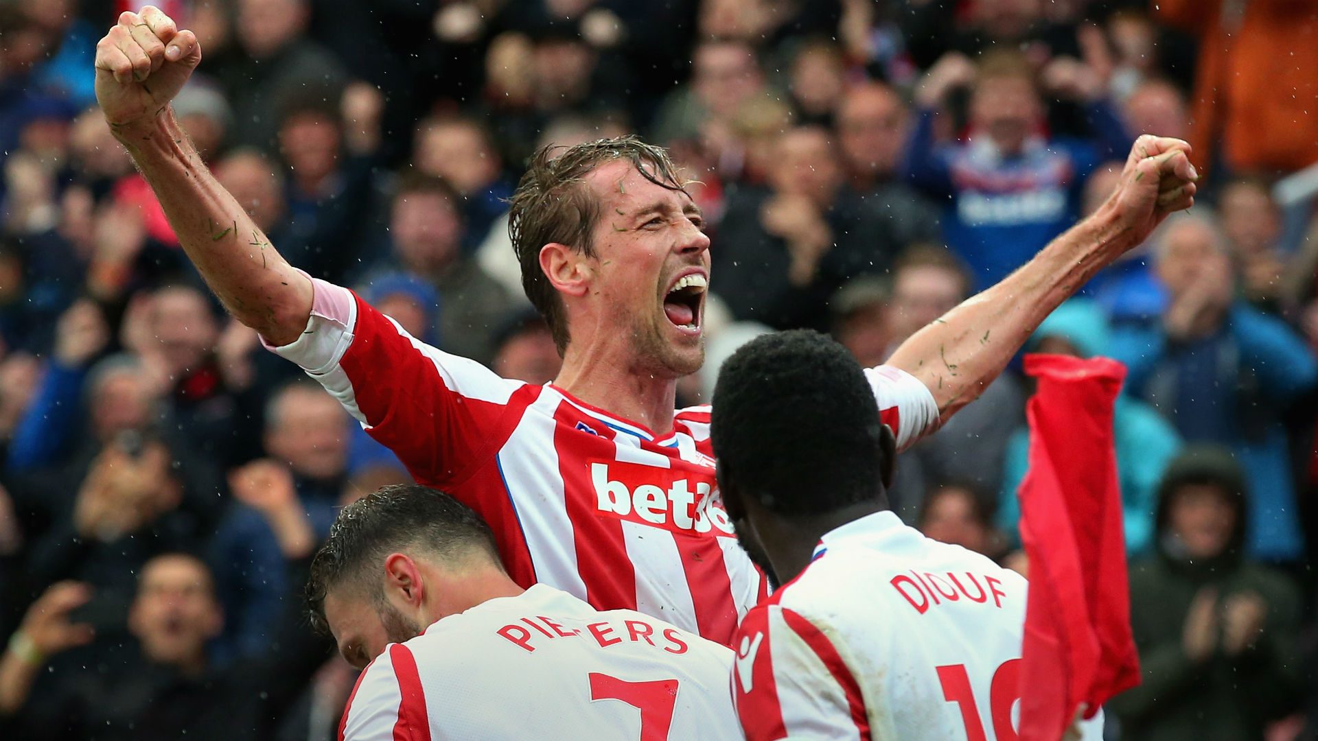 Crouch signs contract extension with Stoke City
