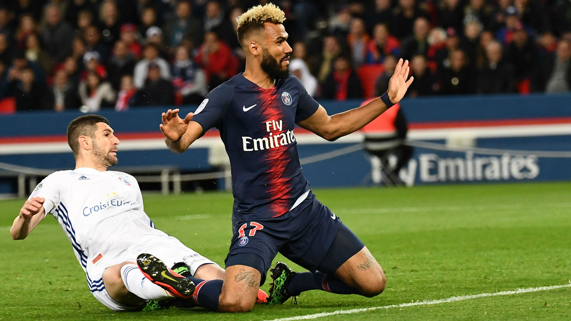 Choupo-Moting prevents PSG scoring with stunning goal-line clearance