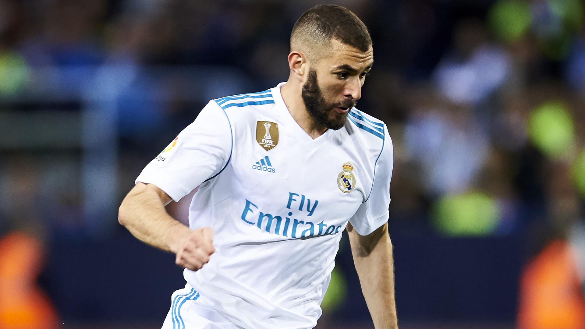 Real Madrid Zinedine Zidane Still Backing Struggling Striker Karim Benzema Goal Com