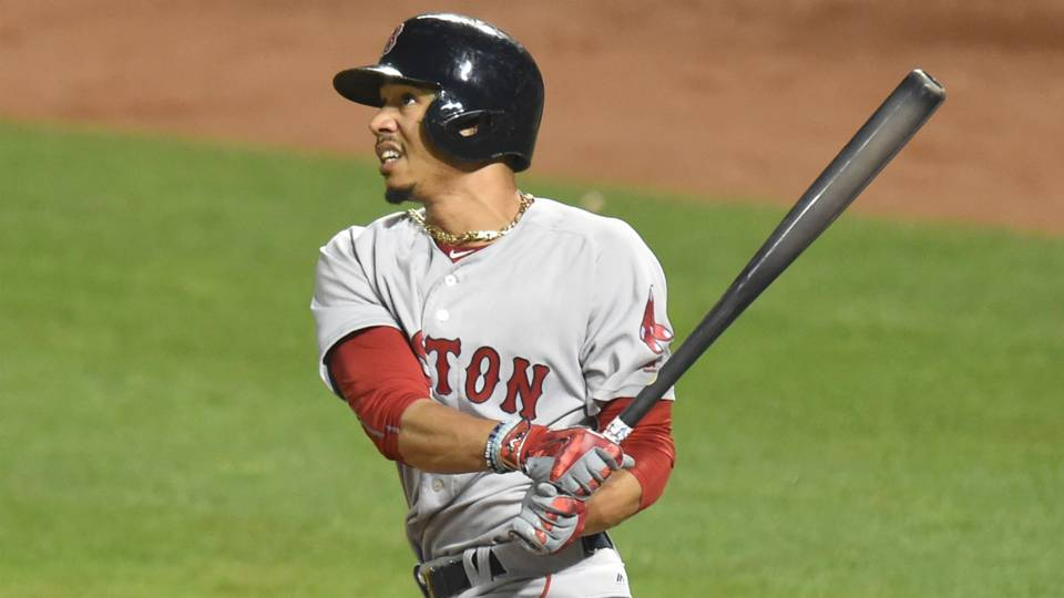 MLB wrap: Red Sox earn 10th straight win; Albert Pujols matches Ken Griffey Jr.