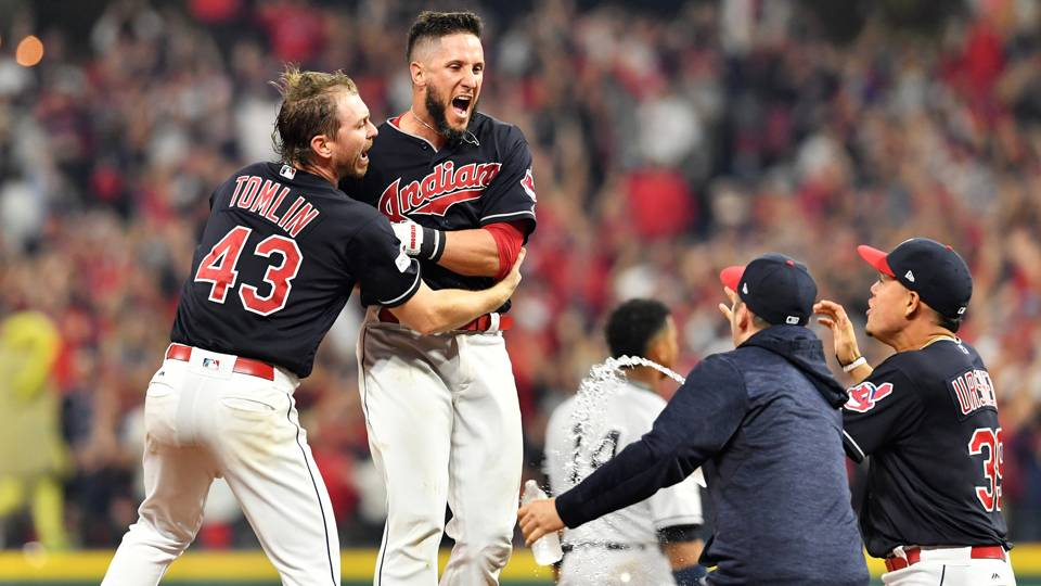 MLB hot stove: Nationals acquire Indians C Yan Gomes