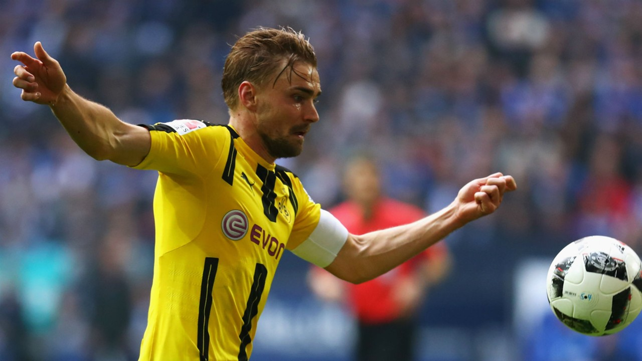 Bundesliga Lukasz Piszczek pens Borussia Dortmund extension