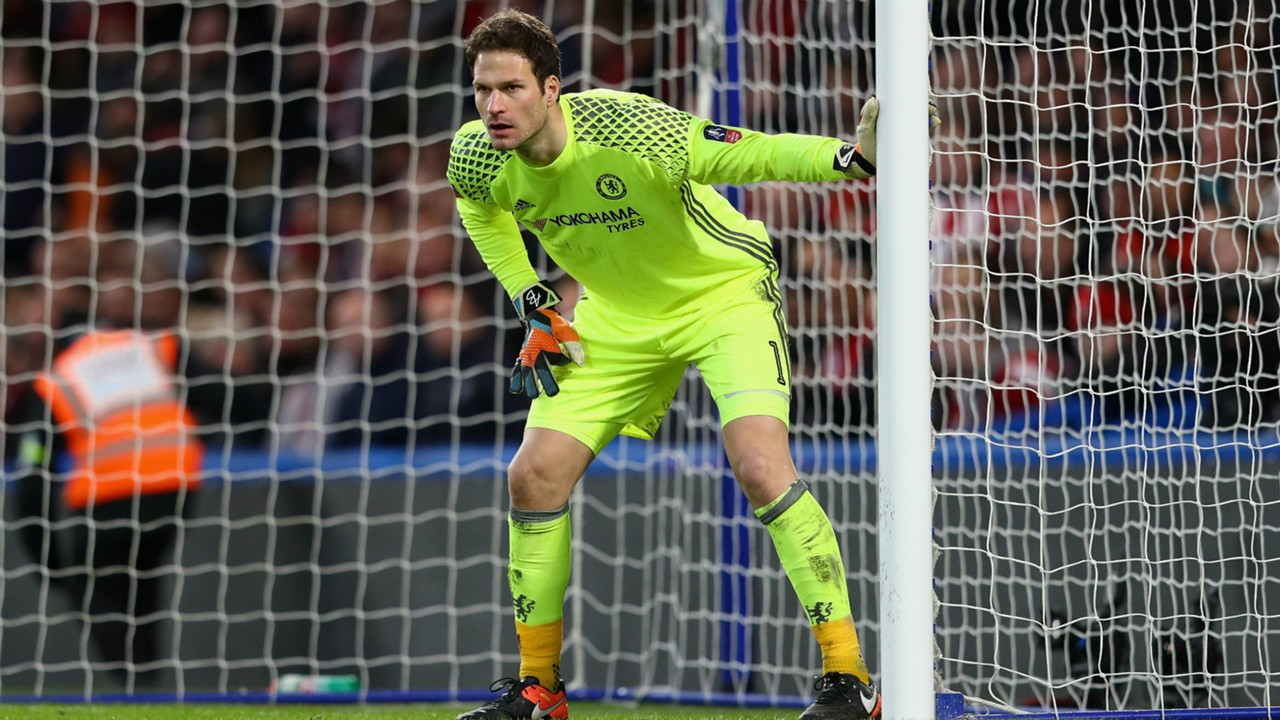 Chelsea Ed Howe won t discuss Asmir Begovic