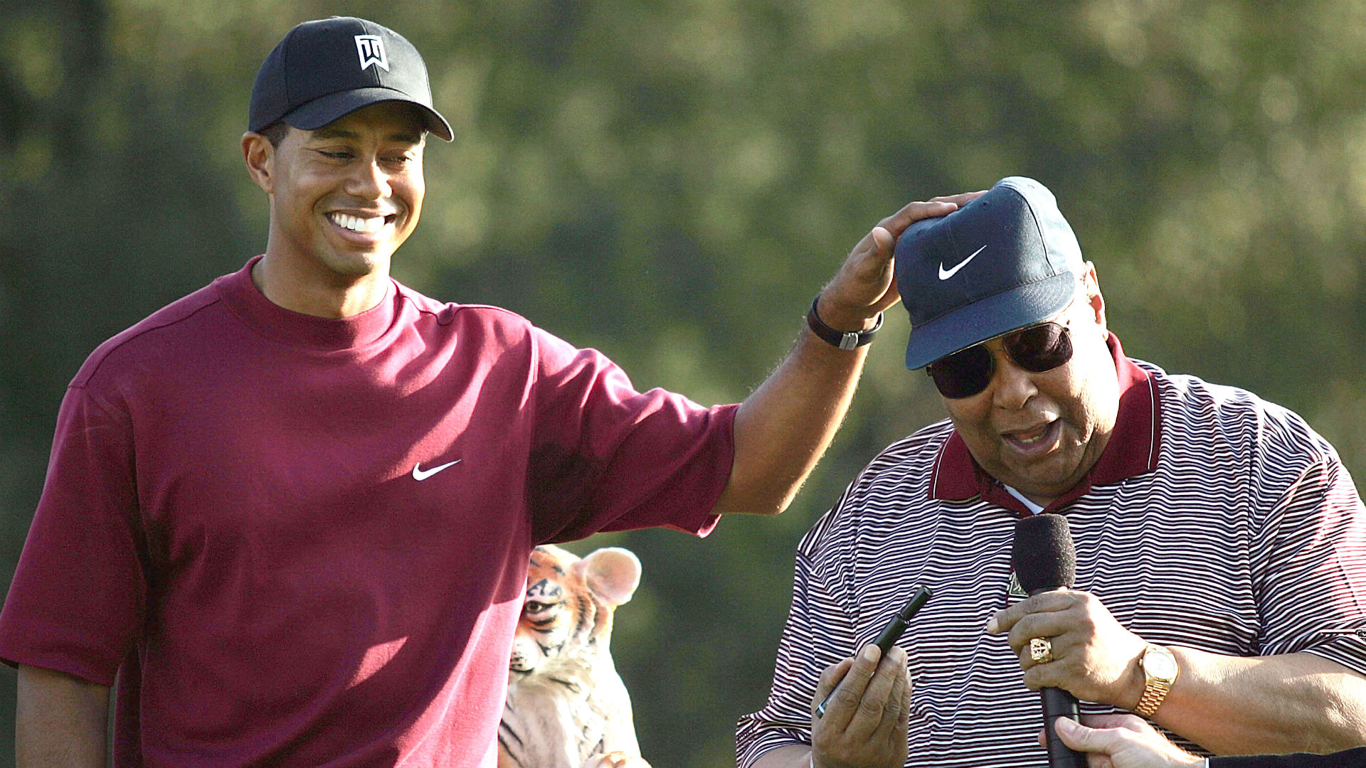 22004ba0 Tiger Woods' Masters win foils late father's prediction | Sporting News