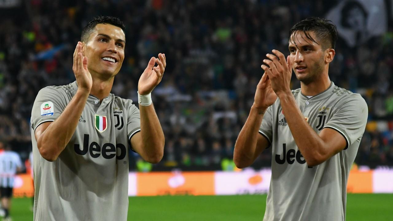 Massimiliano Allegri salutes Rodrigo Bentancur