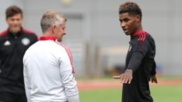 Ole Gunnar Solskjaer (L) and Manchester United's Marcus Rashford (R)