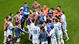 Argentina celebrate with goalkeeper Emiliano Martinez (C)