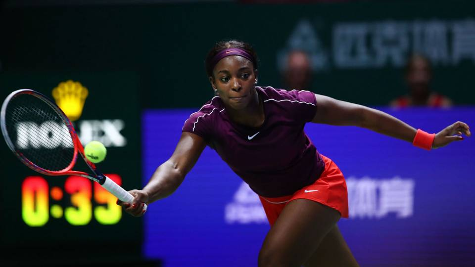 Sloane Stephens ousts Angelique Kerber, marches into semis at WTA Finals