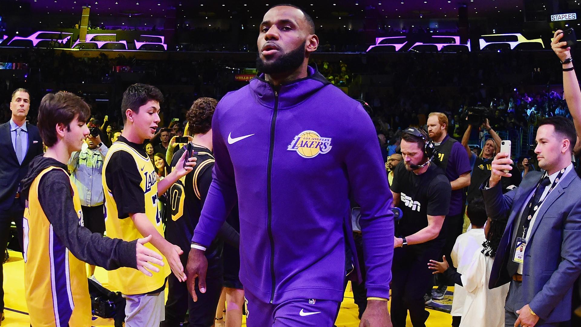 4d1eaefff LeBron James injury  Lakers star returns to drills