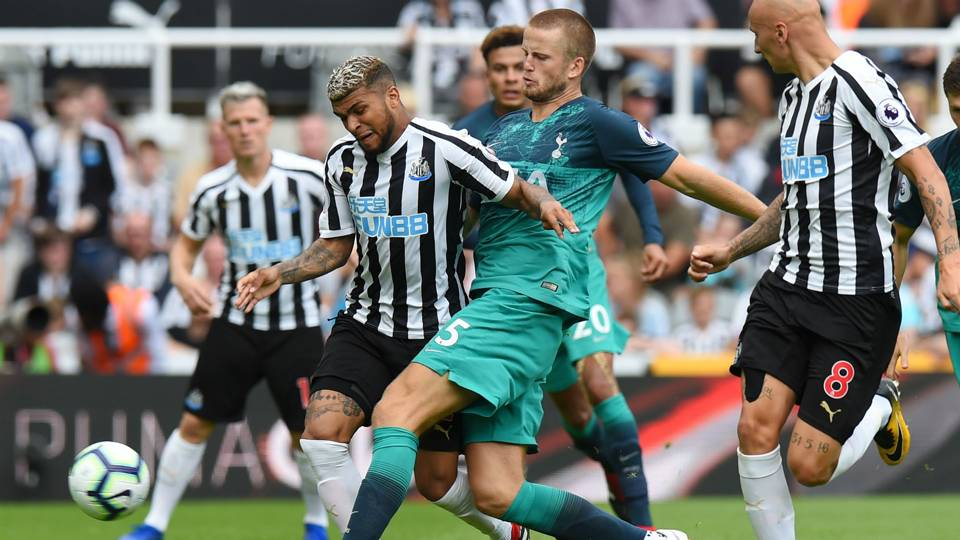 DeAndre Yedlin injures knee in Premier League season opener