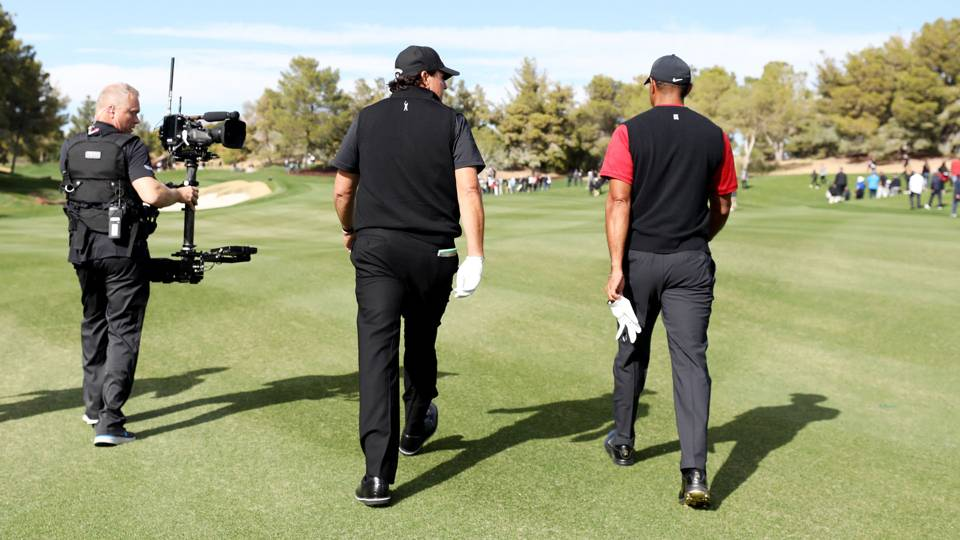 Tiger Woods vs. Phil Mickelson: Bleacher Report issues refunds after streaming problems, report says