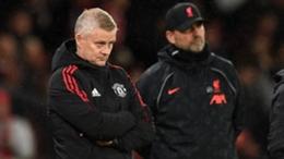 Ole Gunnar Solskjaer (L) and Jurgen Klopp (R) during the Manchester United-Liverpool clash