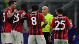 Milan players confront referee Cuneyt Cakir