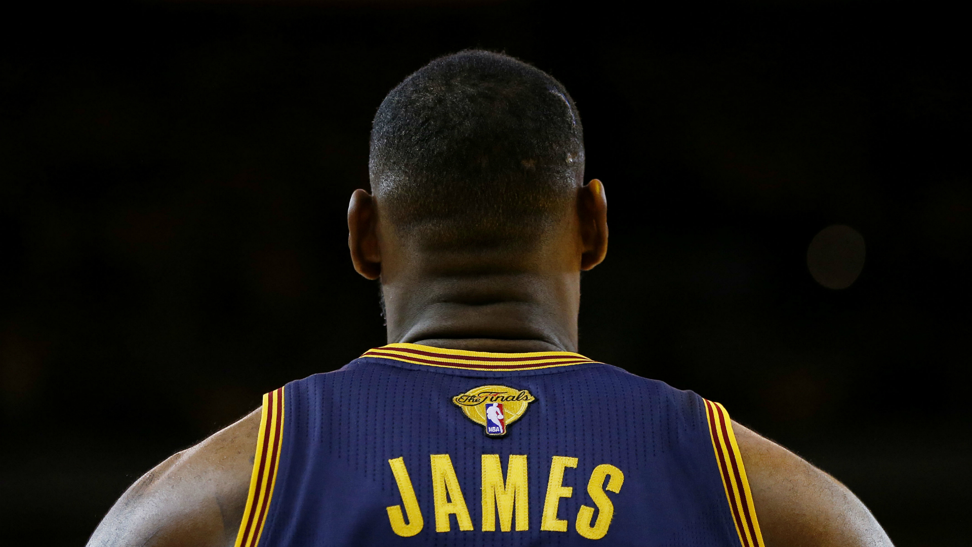 the latest 70910 f4151 NBA: LeBron James shows off new Cavs jersey | Sporting News