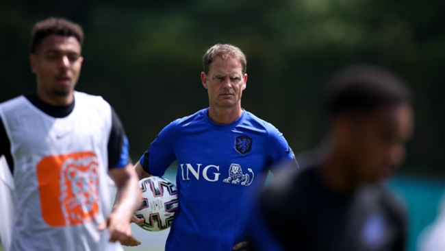 Frank de Boer watches over a Netherlands training session during Euro 2020.