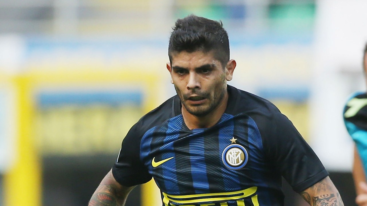 Serie A Inter confirm Ever Banega knee injury