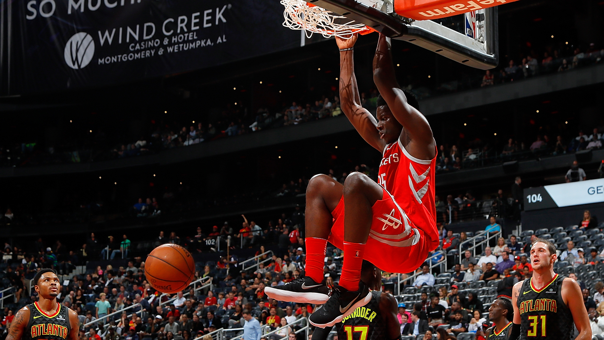 Without Clint Capela, Rockets' 14-game winning streak ends with home loss to Lakers