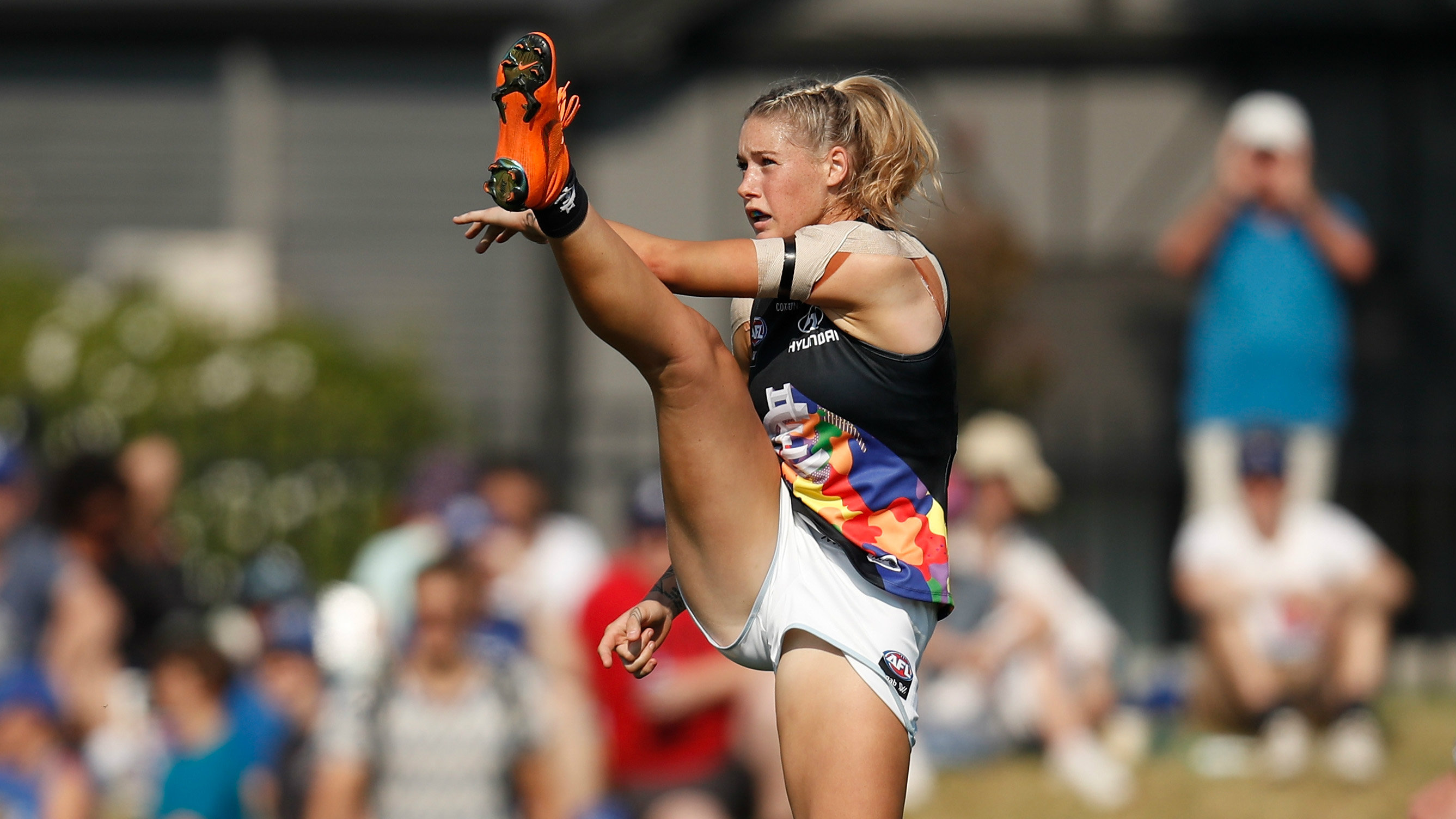 Tayla Harris photo sparks passionate social media response | Sporting News